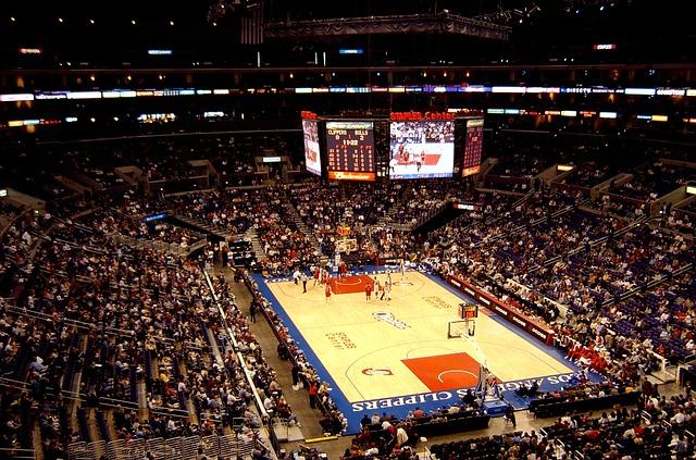 lakers-basketball-game-1219099_640