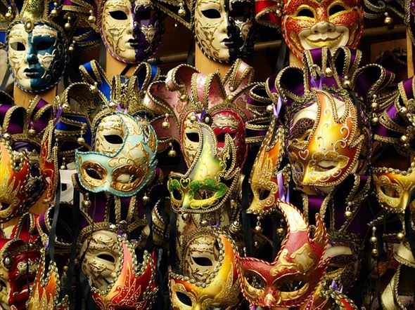 mask-1590809_640_r