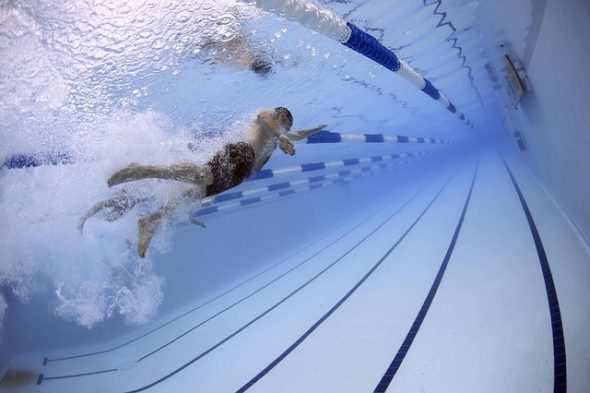 swimmers-79592_640