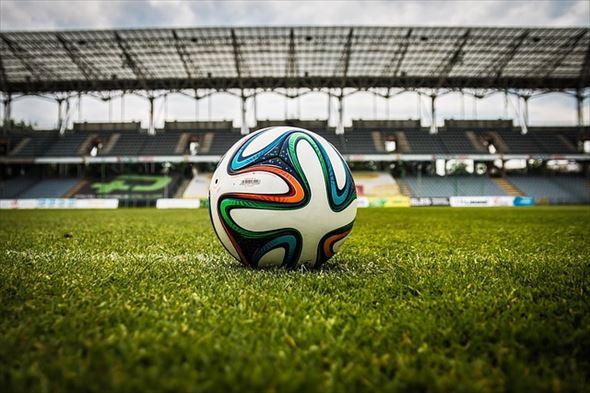 the-ball-488700_640_R